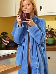 Early Morning Pussy Spreading with Jessie Rogers - 6/5/2012